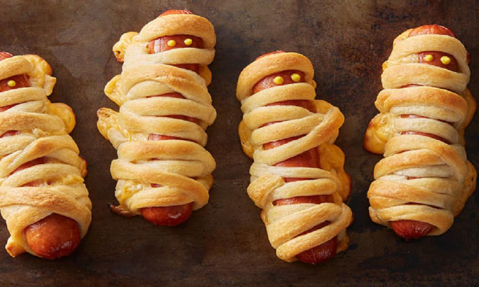 Halloween mummie hotdogs