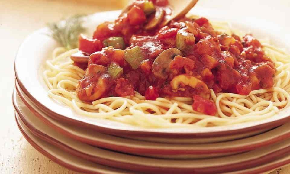 Pasta met vegetarische tomaten-groentensaus