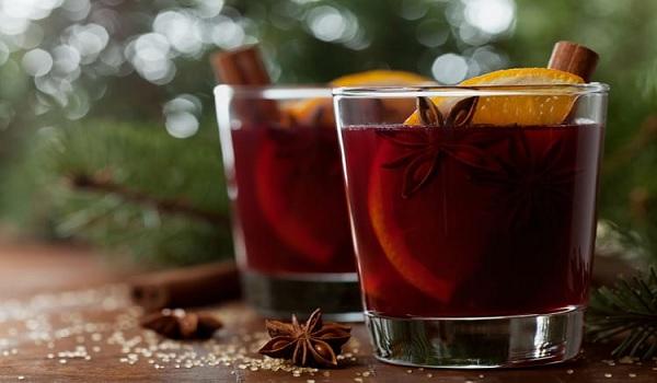 Bloedrood Halloweendrankje met cranberry, kaneel & sinaasappel